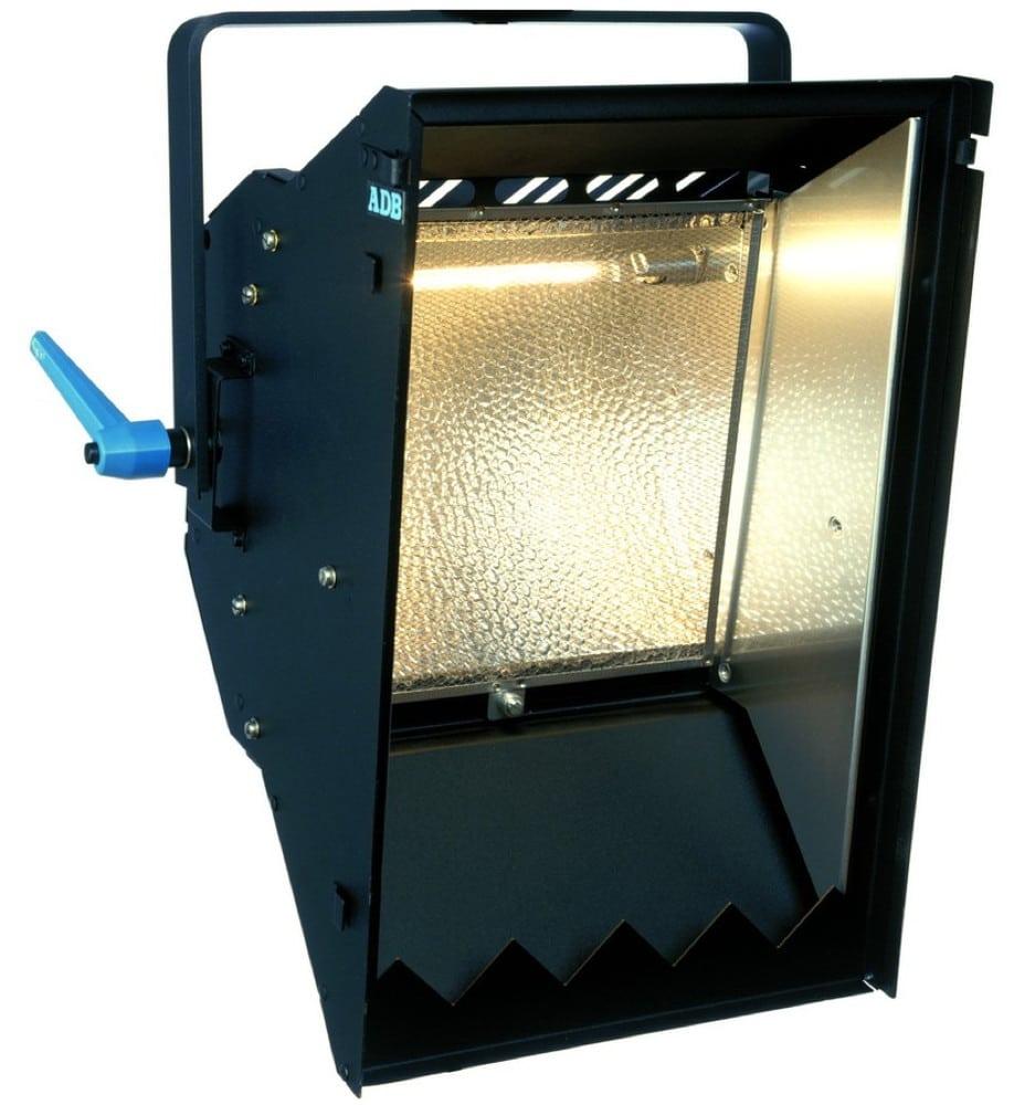 Asymmetrischer Fluter, hartes Licht auch zur strukturierten Beleuchtung von Flächen aus oberer oder unterer Position nahe am Objekt heraus
