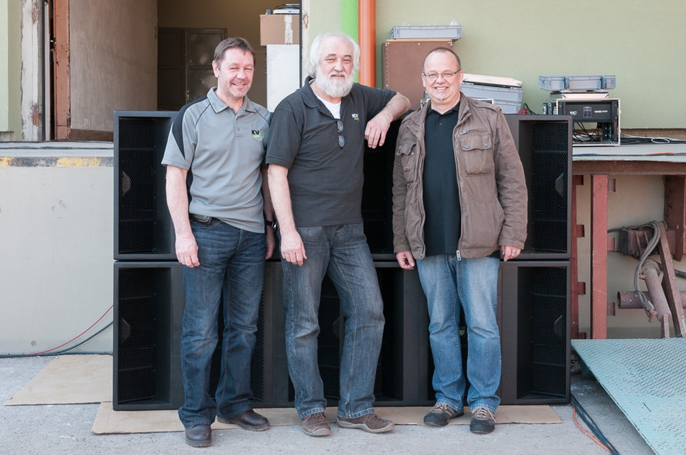 Andy Austin-Brown (Technical Projects Director), KV2-Gründer George Krampera Sr. und Frank Swierzy (IAD Deutschland)
