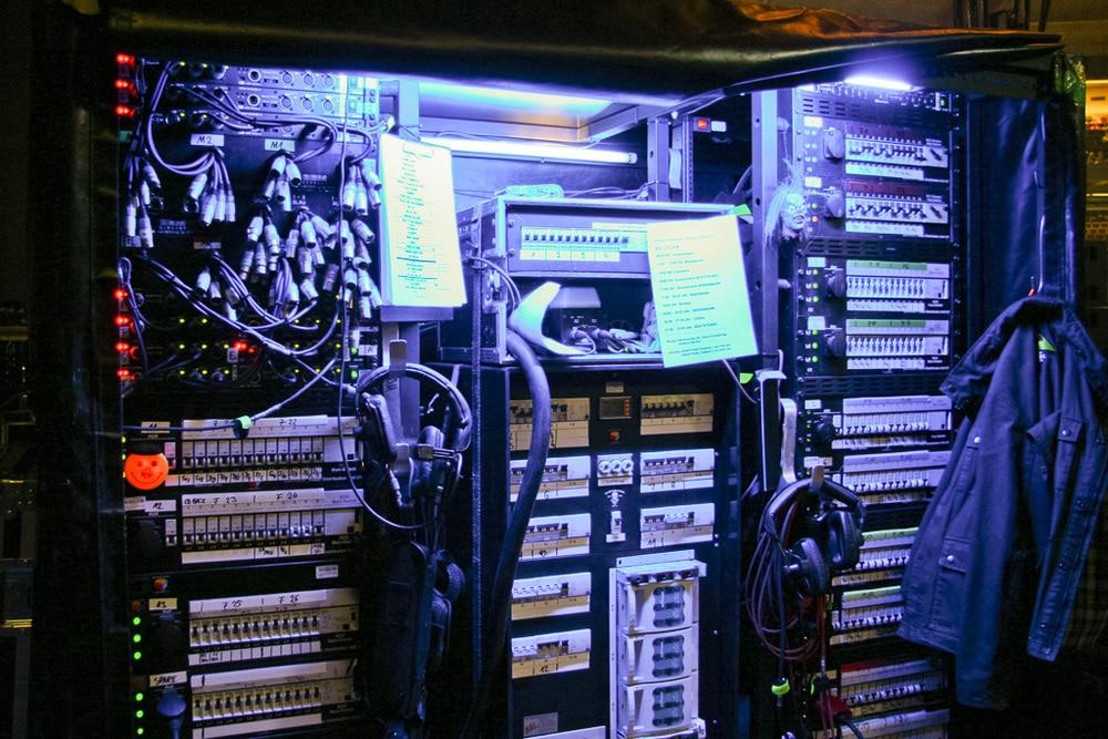 Worauf man beim Strom auf der Bühne achten sollte   Production Partner