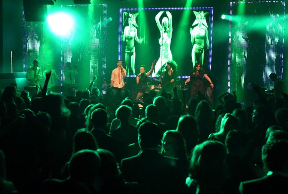 Die Clubband bei Eröffnung des Gibson Club am Donnerstag, 19 .April 2012, in den ehemaligen Zeil-Kinos in Frankfurt.