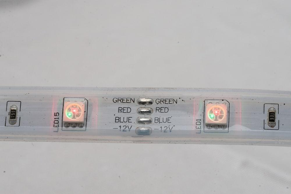 Kürzbares 12 V Outdoor-LED-Band mit RGB LEDs