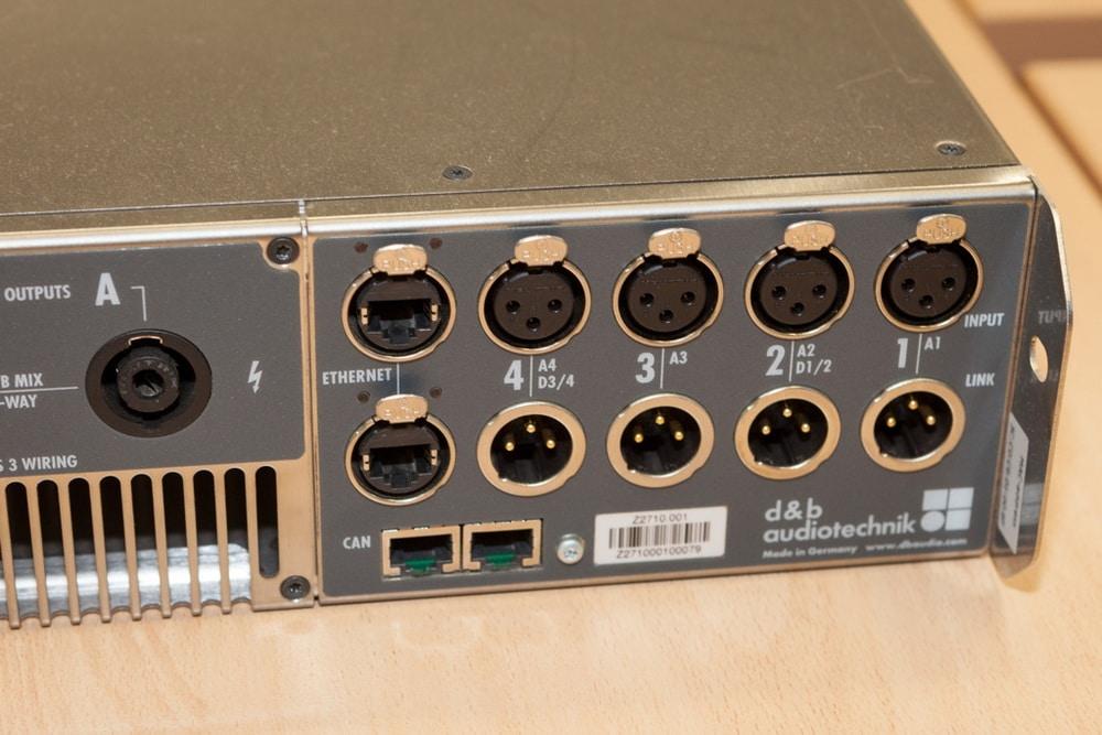 Am d&b D80 stehen sowohl Ethernet-Schnittstellen zur Steuerung per OCA als auch CAN-Schnittstellen zur Verfügung