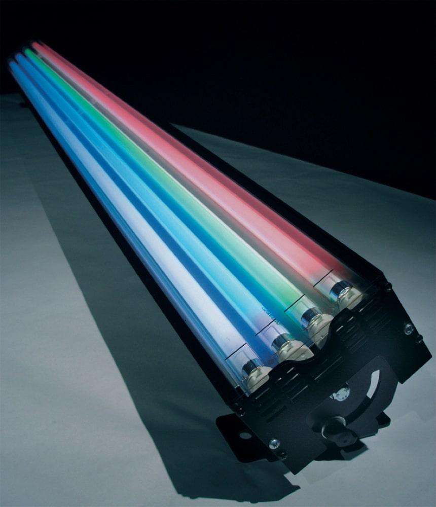 Hintergrundleuchte mit weich abstrahlenden Leuchtmitteln (T5 Röhre)