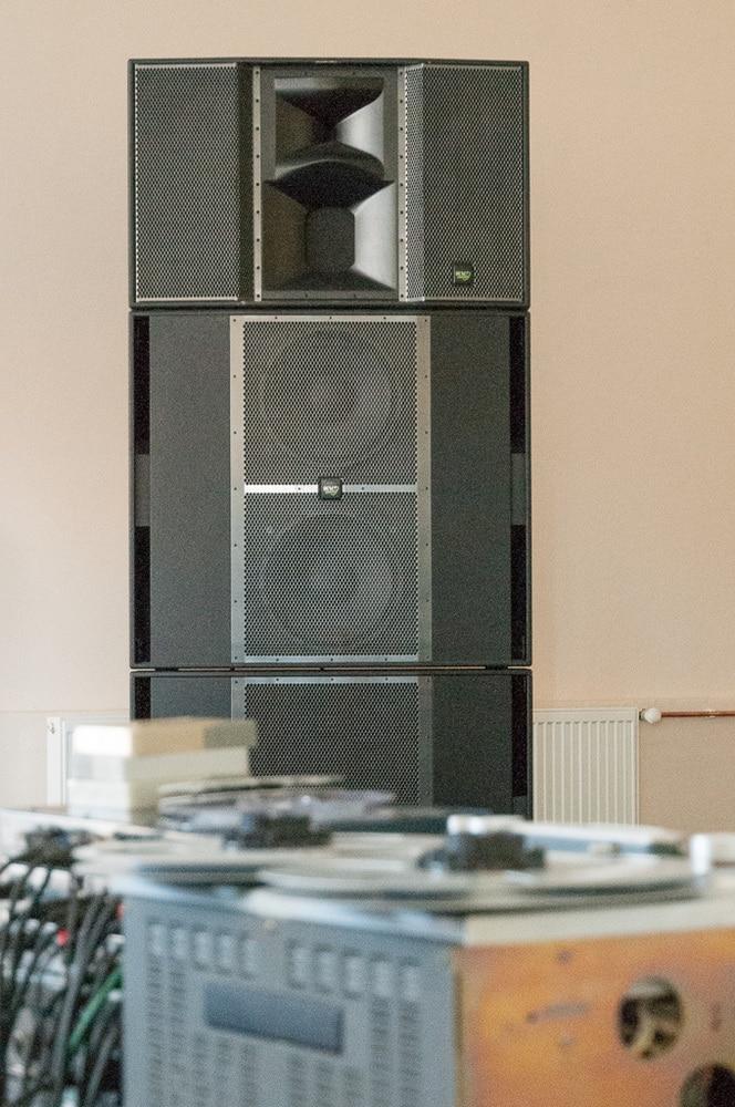Neu: die Slimline-Lautsprecher sind weniger als 30 cm tief