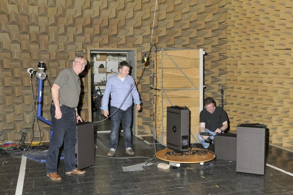 Team im Akustik-Messlabor
