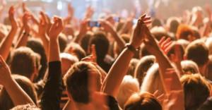 Menschenmenge bei einem Konzert