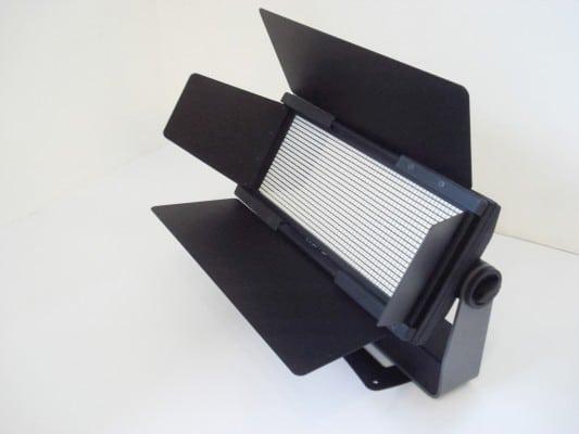 Verfügbares Zubehör: Linsensätze verschiedener Abstrahlcharakteristika sowie Torblende und Rigging-Frames