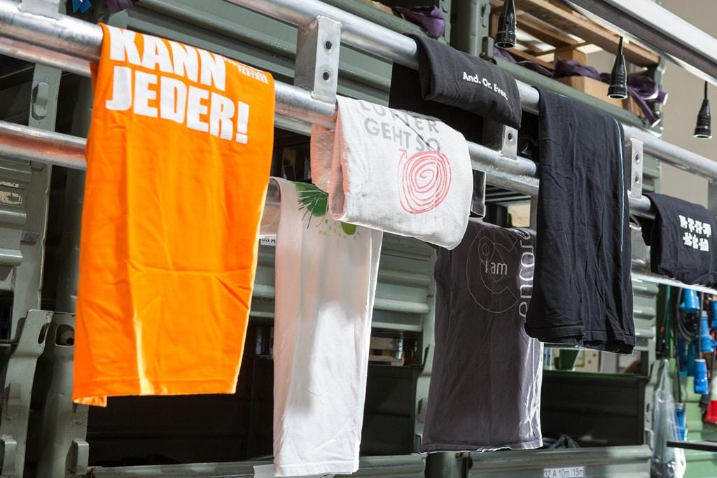 T-Shirt-Kollektion im Traversen-Lager