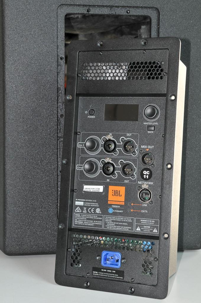 Elektronikmodul der JBL SRX800 Serie