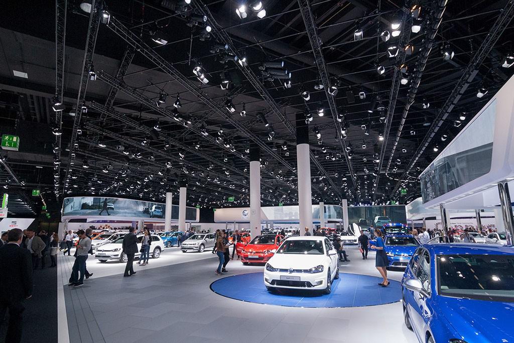 VW Messestand auf der IAA 2015