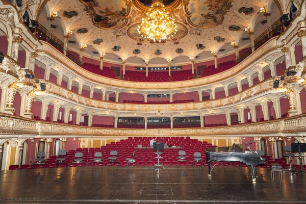 Der große Saal des Opernhauses Zürich mit seinen drei Rängen