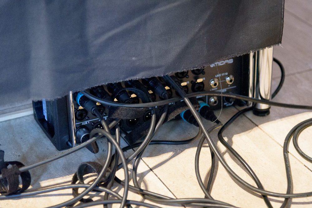 Midas MR Wireless Mixer zwischen der Deko