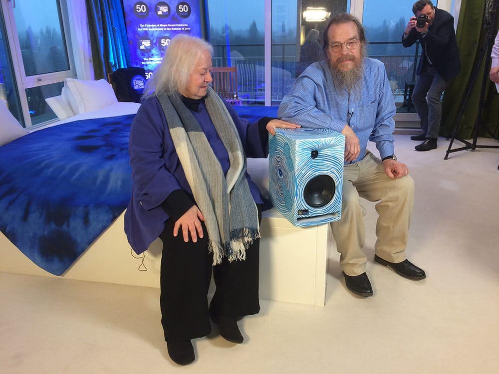 John & Helen Meyer mit dem Sondermodell der Amie-Monitor-Serie