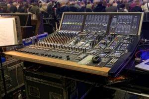 Stage Tec Aurus Platinum mit 32 Fadern für den FOH-Mix