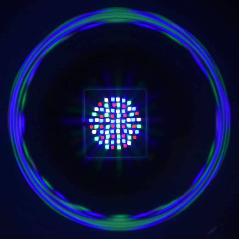 RGBW COB-Chip mit 350 W: Der Durchmesser der Anordnung der einzelnen Pixel beträgt ca. 3,5 cm.