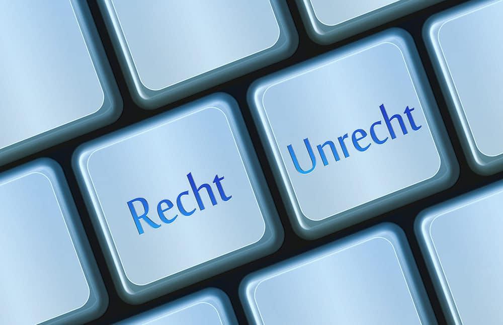 Recht und Unrecht auf einer Tastatur