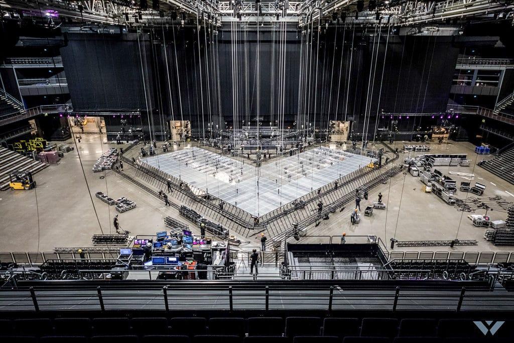 Lichtequipment neben der Berechnung der Lasten durch die Akteure und Tänzer musste auch 10 Tonnen Lichtequipment von der Bühne aufgenommen werden