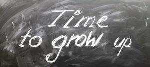 """""""Time to grow up"""" auf einer Kreidetafel"""