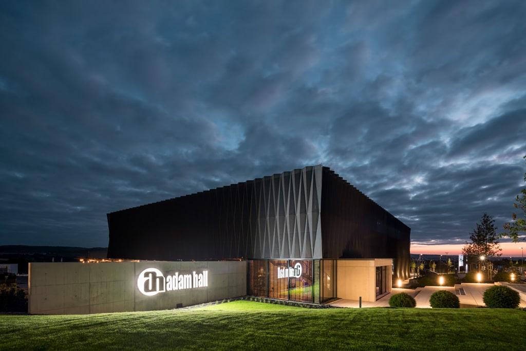 Adam Hall Experience Center von außen