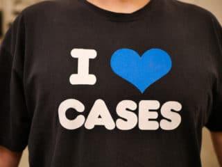 """T-Shirt mit der Aufschrift """"I love cases"""""""
