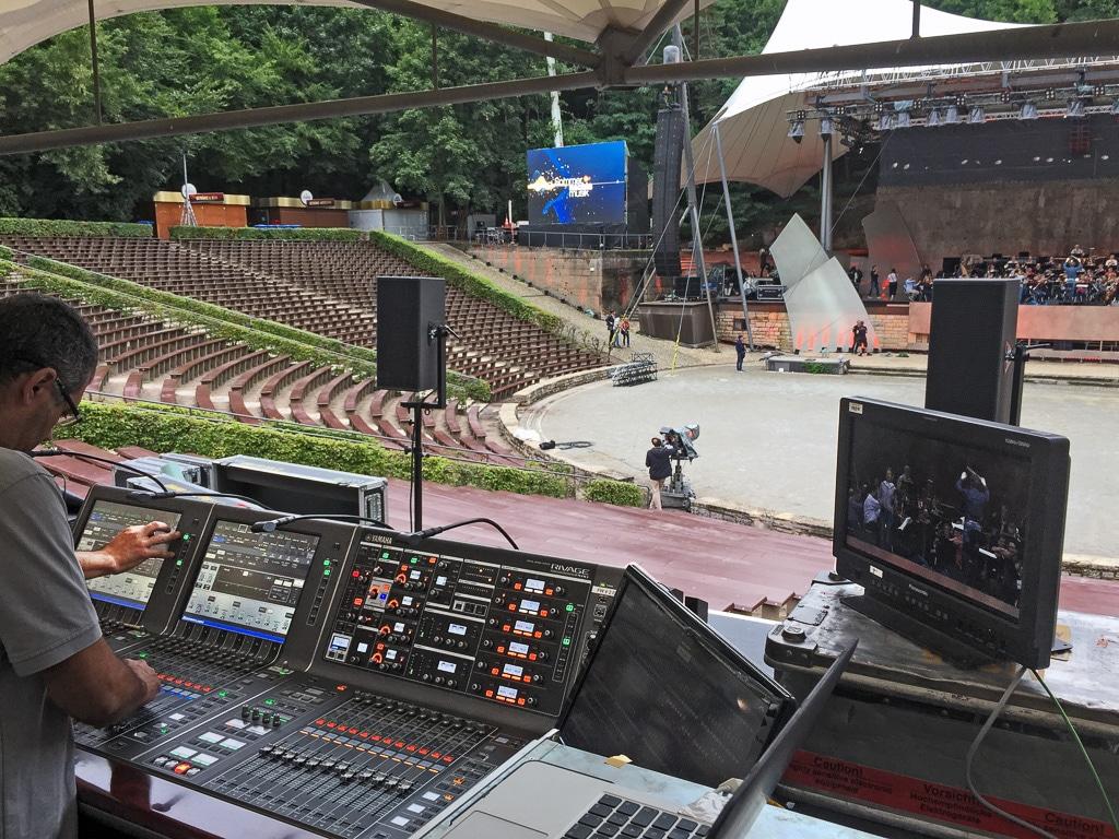 Blick auf die Bühne beim Soundcheck