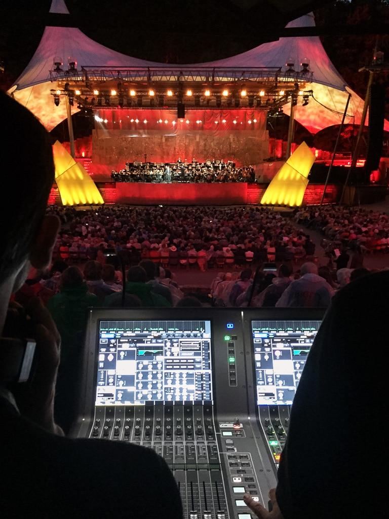Blick auf die Bühne: Berliner Waldbühne beim Klassik-Open-Air mit Jonas Kaufmann