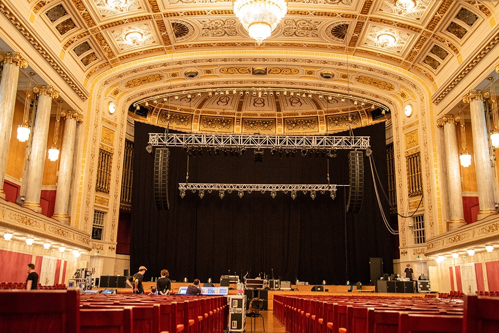 Blick auf die Bühne des großen Saals im Wiener Konzerthaus