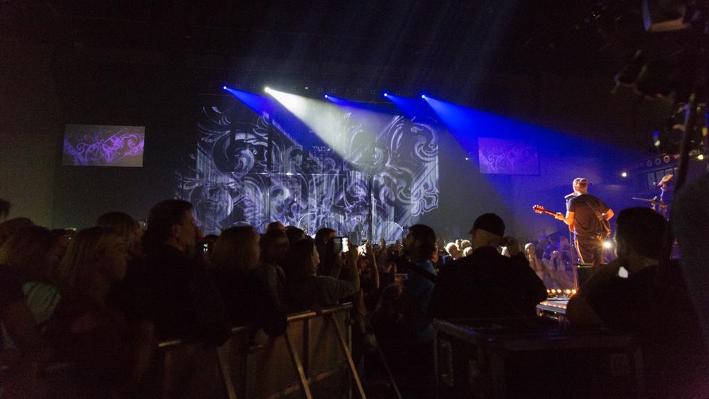 Projektion auf die Main Stage während Rea Garvey auf der B-Stage performt