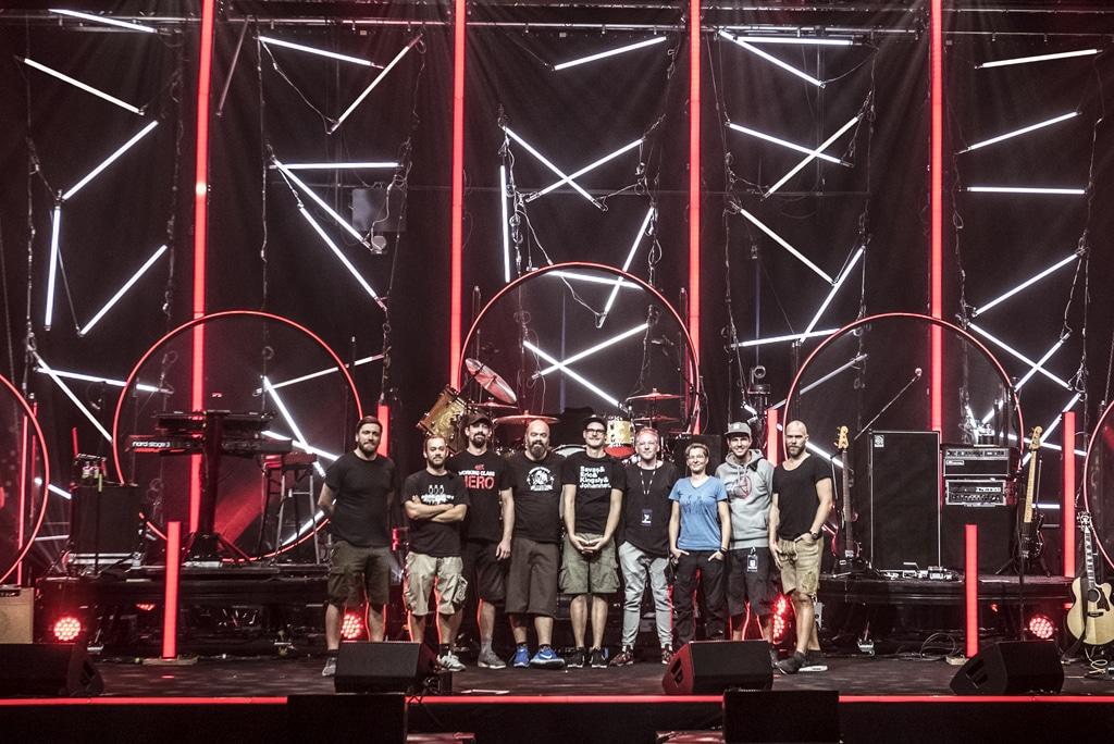 Technik-Crew auf der Bühne der Neon-Tour 2018