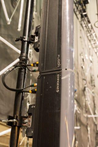 Pipe hinter den Fusion 2 Sticks an der Bühnenhinterkante