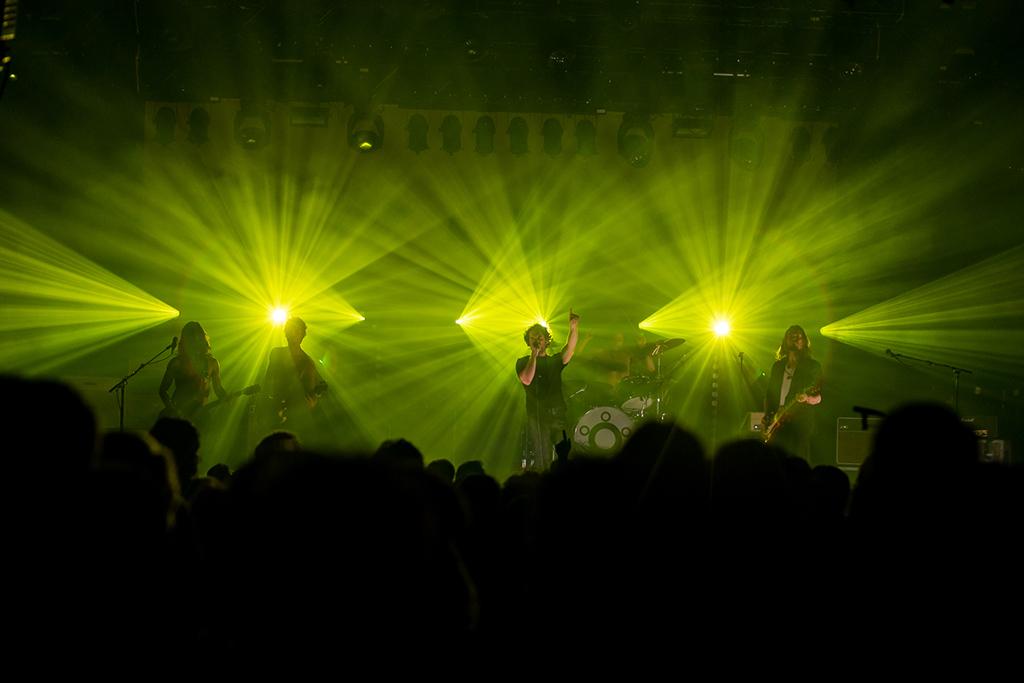 Band Navarone auf der Bühne, im Hintergrund: CLF Orion Hybrid