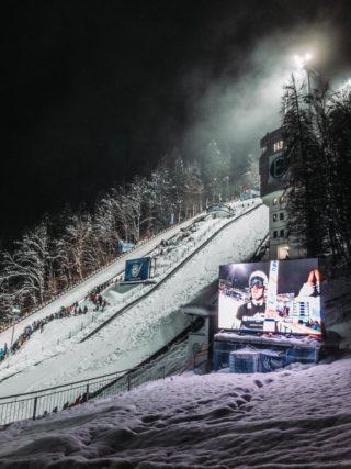 Vierschanzen Skispringen mit LedTek LED-Wänden