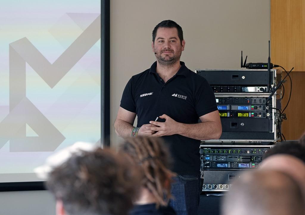 Marcel Krepp Applications Engineer von Shure referiert beim Digital Power Day