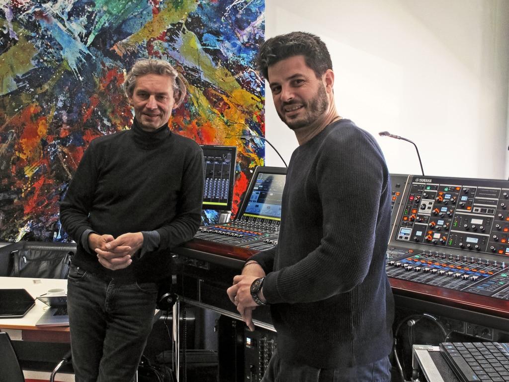 Arthur Koll (Yamaha Music Europe) vor dem Rivage PM10, rechts: Veranstalter Til Schwartz von IT Audio