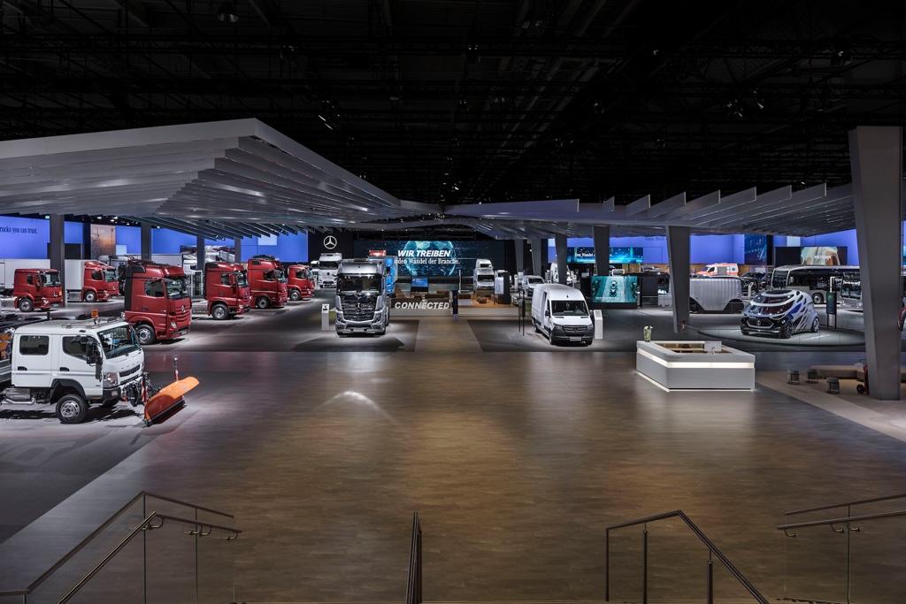 Lichttechnik : Messestand der Daimler AG bei der 67. IAA Nutzfahrzeuge