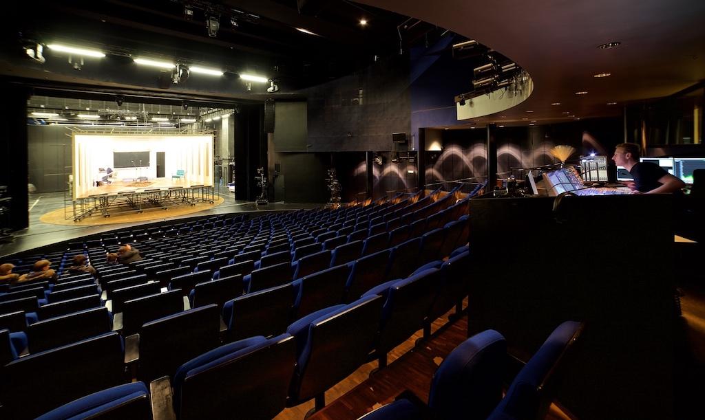 Theatersaal Blick zur Bühne