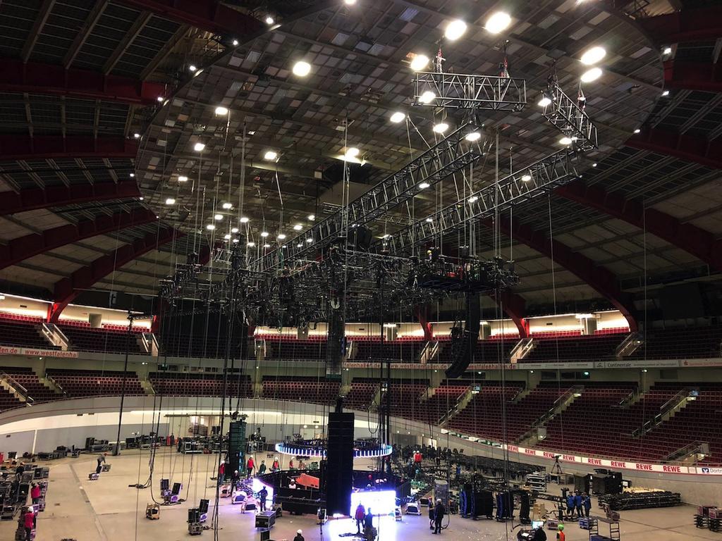 Aufbau für ein Konzert in der Dortmunder Westfalenhalle
