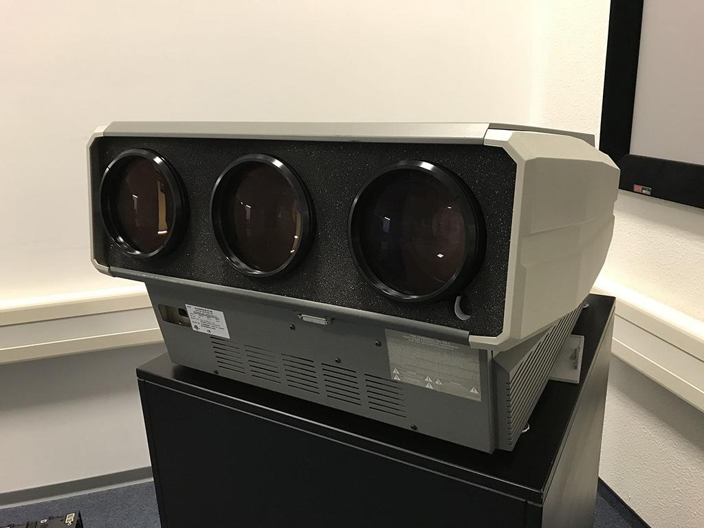 Marquee 8500 Röhren-Projektor