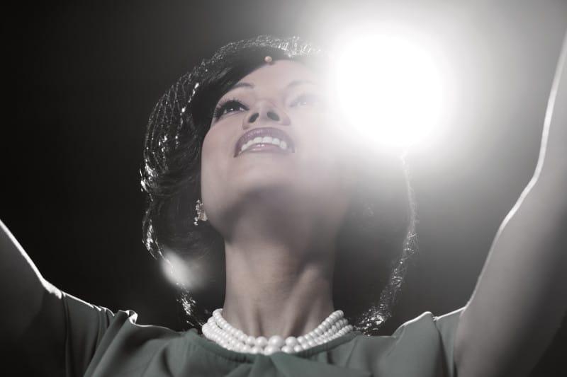 Sängerin im Rampenlicht