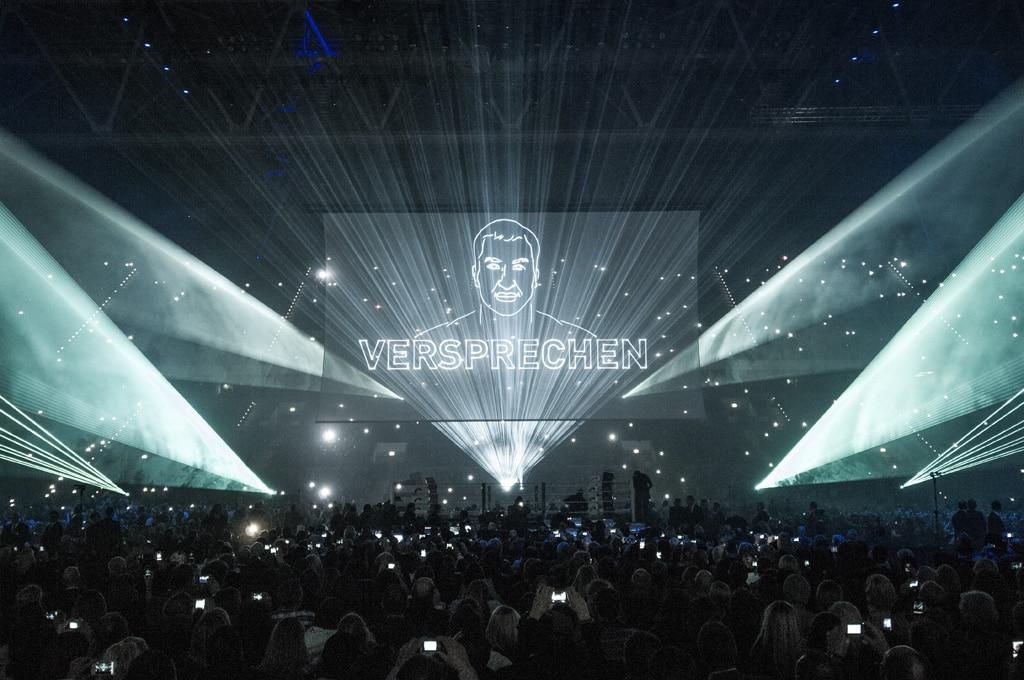 Gobelintüll als Projektionsfläche für eine Lasershow
