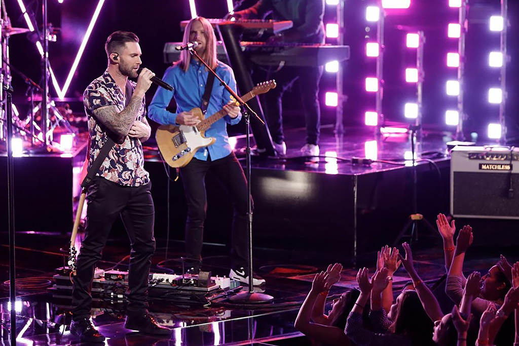 Adam Levine von Maroon 5 auf der Bühne von