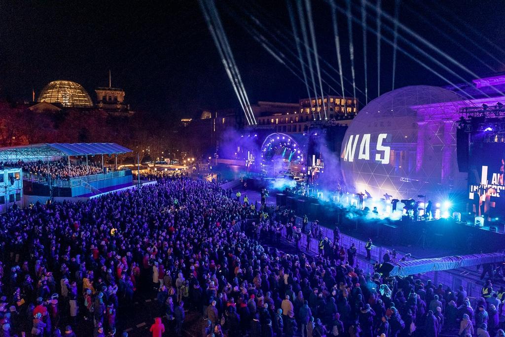 """Hauptbühne zur Abschlussfeier """"30 Jahre Mauerfall"""""""