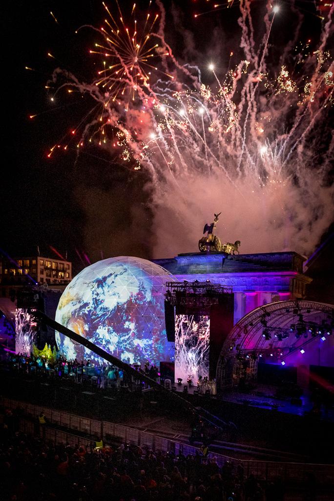 Feuerwerk hinter dem Brandenburger Tor