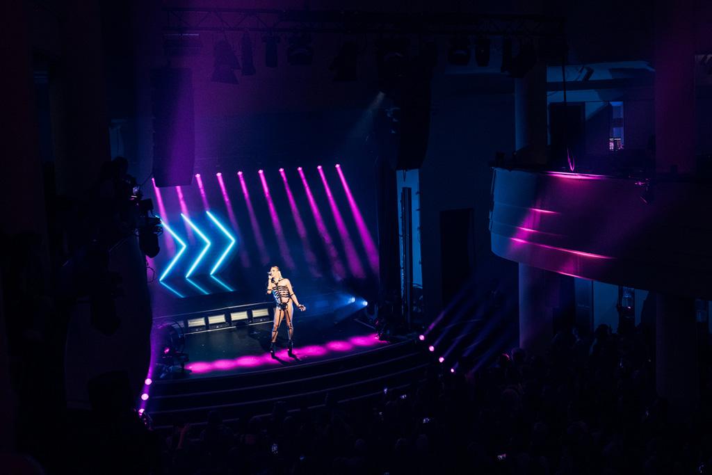 """Bühnenbeleuchtung von """"Queen of Drags"""" durch GLP"""