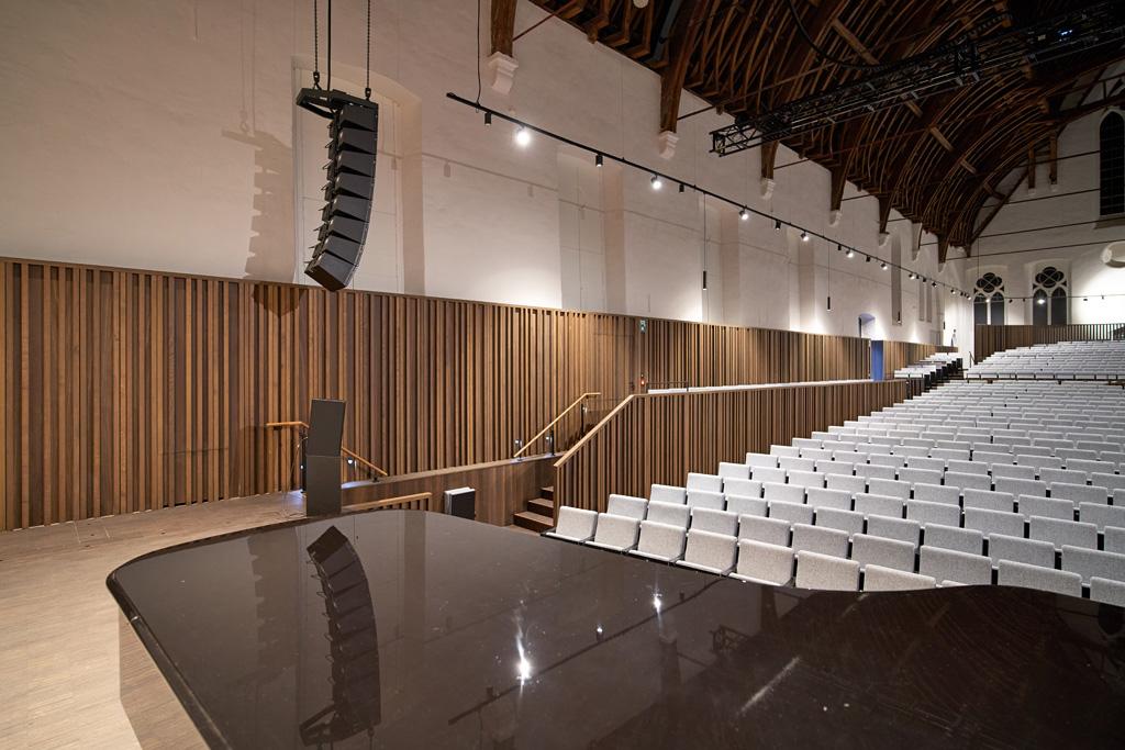 Musiksaal mit Beschallung
