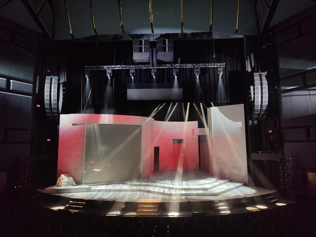 Bühne mit Beschallung