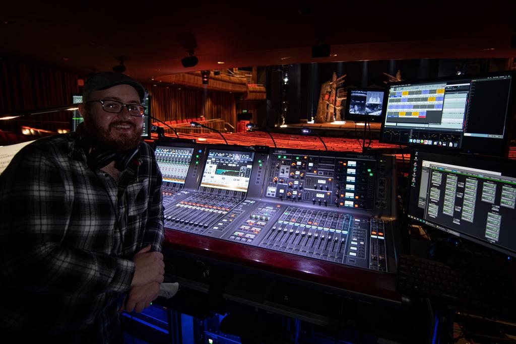Charles Parry vor dem Audio-Mischpult